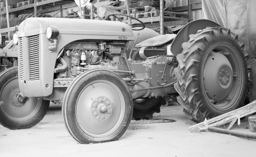 fim.works | Fotografie. Leben. Wohnen. | SchwarzWeissBlick No 30 | Massey Ferguson Traktor Baujahr 1954
