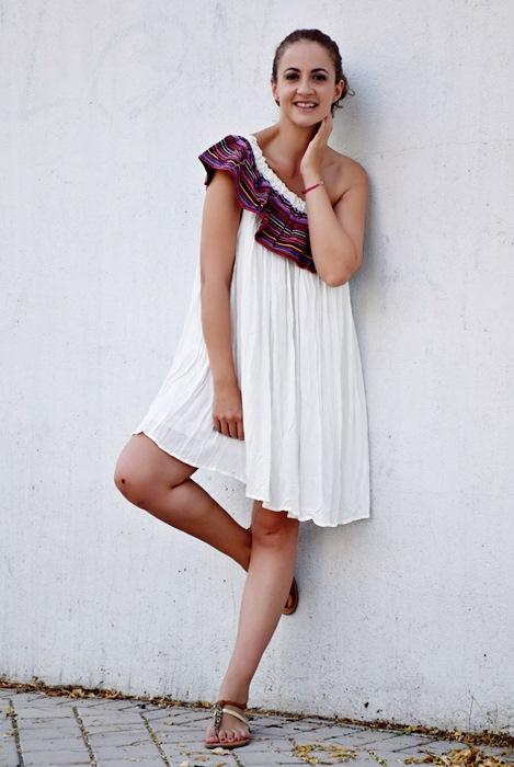 Outfit-Vestido-Blanco-volante-rayas-8