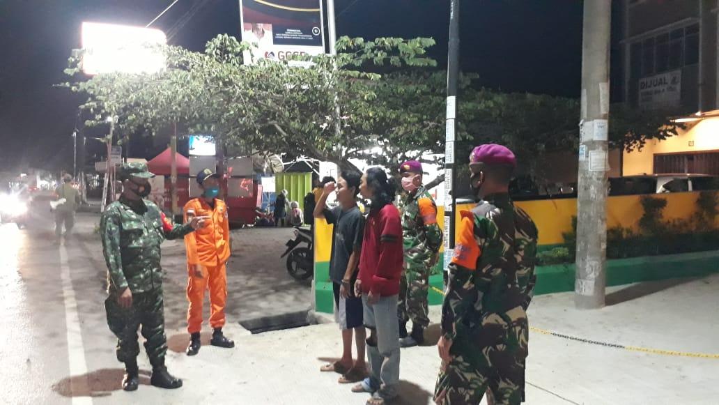 Kodim 0410/KBL bersama Satgas terpadu covid-19 Kota Bandar Lampung terus lakukan Patroli malam di jalan Raya, Cafe dan tempat-tempat keramaian