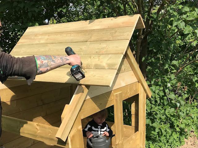 Fatmoose Hippohouse XL - das Dach wird verschraubt