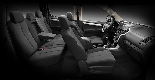 D-max có chiều dài cơ sở lớn nên không gian trong xe khá thoải mái và thông thoáng cho người ngồi