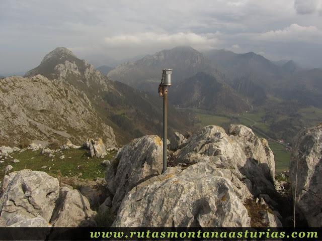 Buzón de cima del Pico La Miel