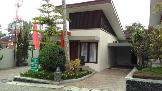 Hotel Pertama Yang Ada Di Kota Malang Dan Menjadi Pusat Wisatawan Ini Berlokasi Stasiun Hampir Ditemputh Dengan Jarak 05 Km Saja Dari