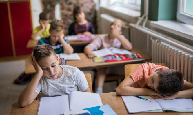 Καλύτερες επιδόσεις για τους μαθητές όταν ξεκινάνε πιο αργά το σχολείο το πρωί