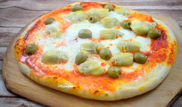 Pizza con Alcachofas, Aceitunas y Jamón. Vídeo Receta