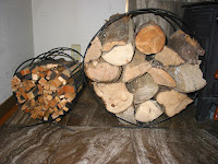 二つの薪置き