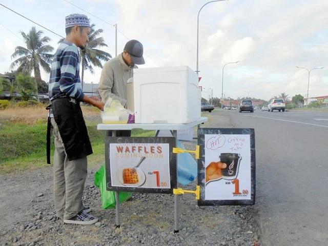 Dua Pemuda Jana Pendapatan Dengan Menu Sarapan RM1