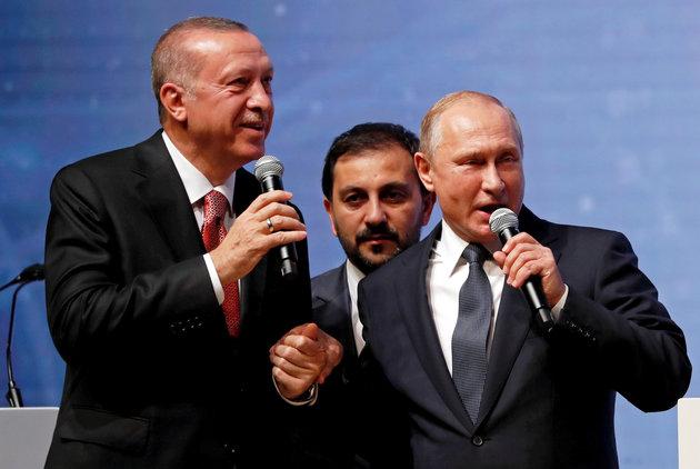 Χέρι - χέρι Πούτιν και Ερντογάν σε πανηγυρικό σόου για τον αγωγό Turkstream