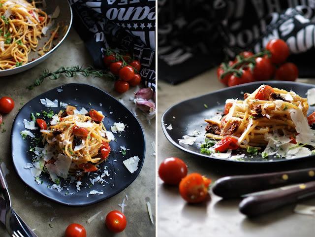 Tomatenpasta mit Thymian und Knoblauch