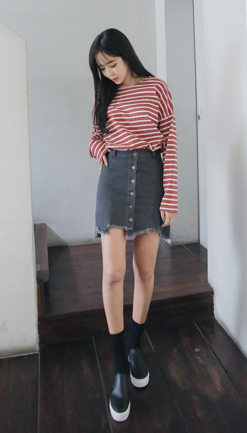 Frayed Button Up Slim Denim Skirt