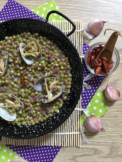guisantes con jamón y almejas receta