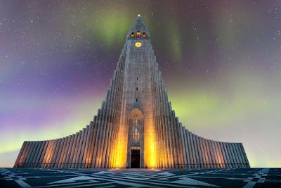 La catedrla de Reikiavik, una de las iglesias más bonitas de islandia