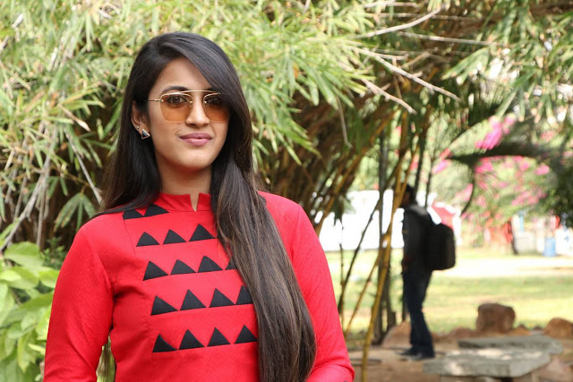 Niharika Stills At Oru Nalla Naal Paathu Solren Press Meet