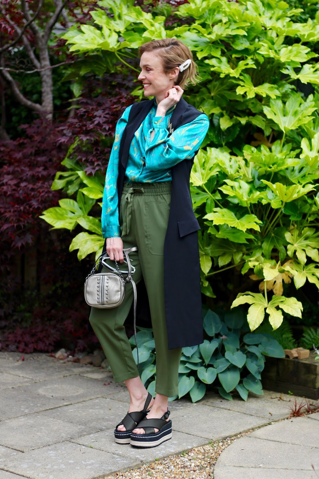 All green man-repelling summer outfit | Fake Fabulous