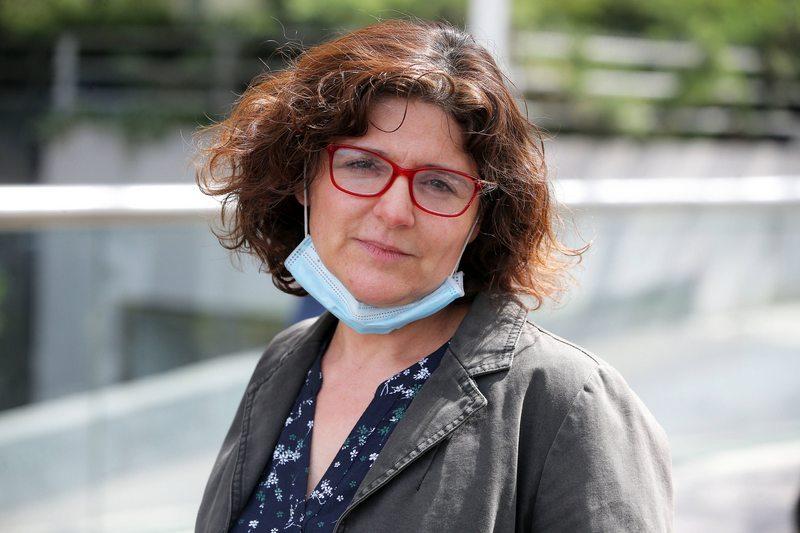 Mujer que perdió el olfato por el Covid en mayo