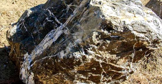 'Pedra mágica' gigante do Arizona desaparece misteriosamente e reaparece dias depois