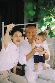 Trọng Hoàng vui Trung thu bên vợ con