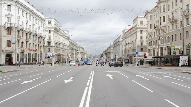 Minsk Independence Avenue is built for Tanks
