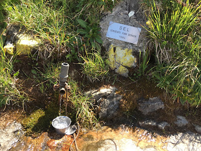 Example of a small spring along the way due to the flow of water in the particular geology of Resegone.
