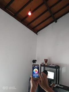 Anaknya sibuk ngerjain tugas, emaknya asyik mainan lampu BARDI Smart Light Bulb 9W - RGBWW