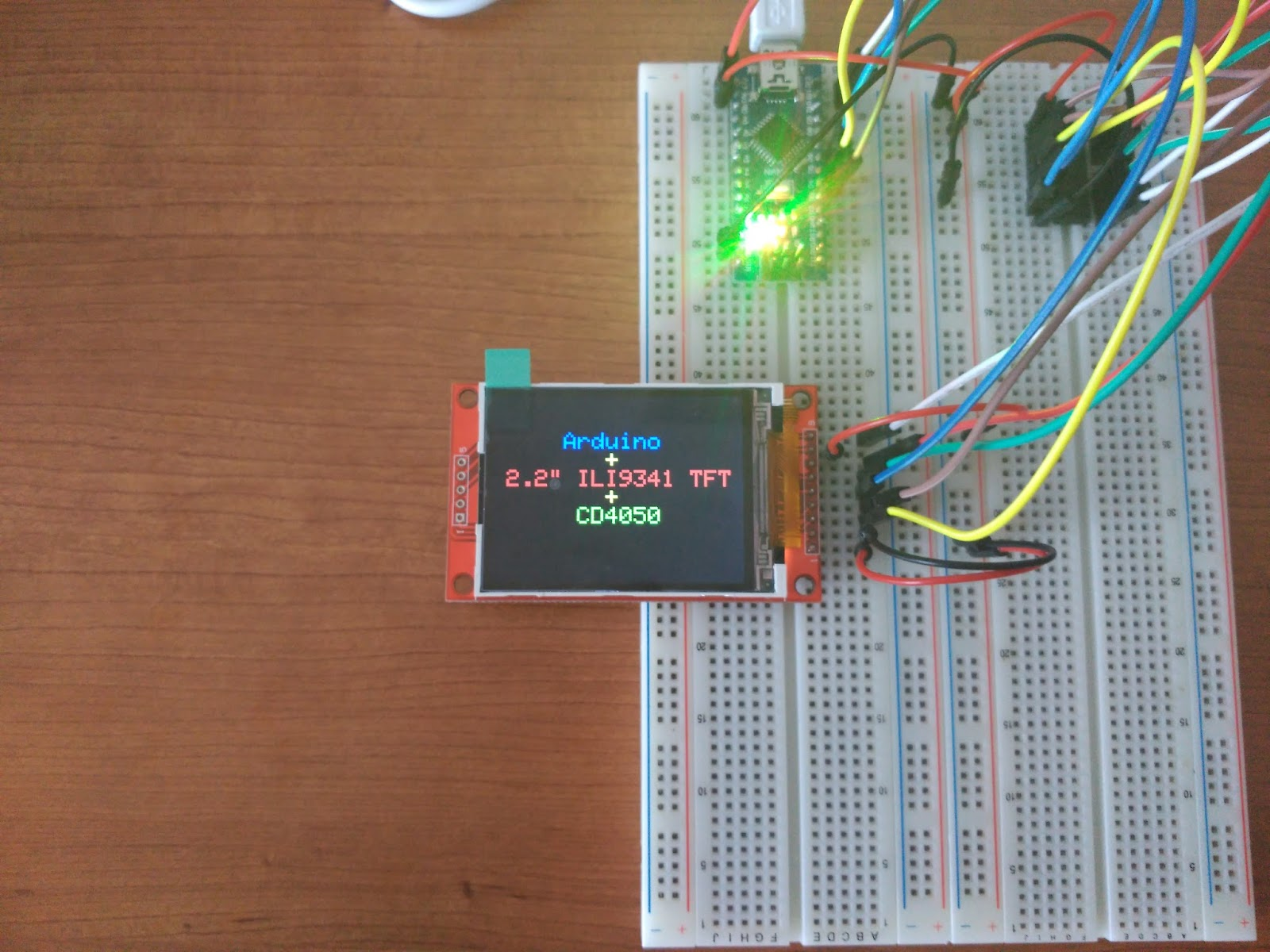 Arduino + 2 2 inches ILI9341 TFT + CD4050 - Nebur Tech Space