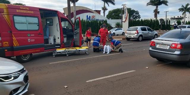 Técnica de enfermagem fica ferida em acidente de moto