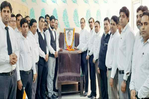 rajiv-gandhi-75-birthday-celebrated-lawyer-chamber-building-faridabad