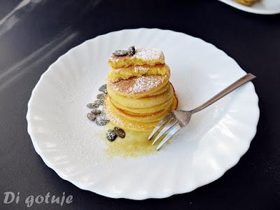 Placki z jogurtem gruszkowym i olejem z pestek dyni (bezglutenowe, z mąki ryżowej i jaglanej)
