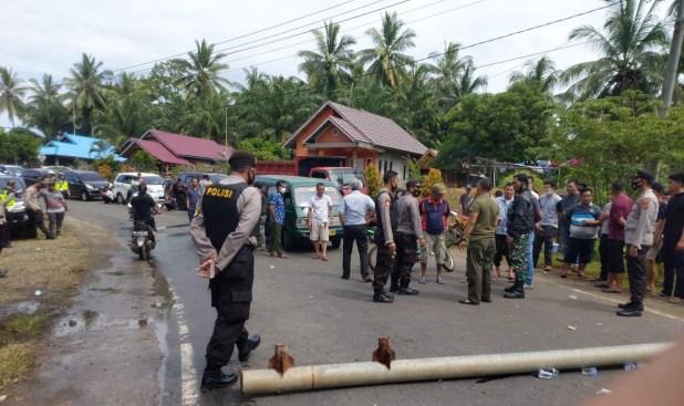 Tak Hanya Blokir Jalan, Nelayan BU Juga Sandera 3 Kapal Trawl dan 16 ABK