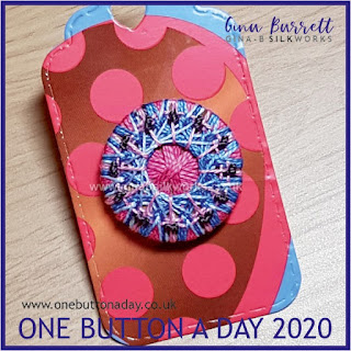 One Button a Day 2020 by Gina Barrett - Day 156 : Knapp