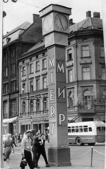 """1967 год. Рига. Часы """"Лайма"""" с мирной символикой и кафе """"Луна"""""""