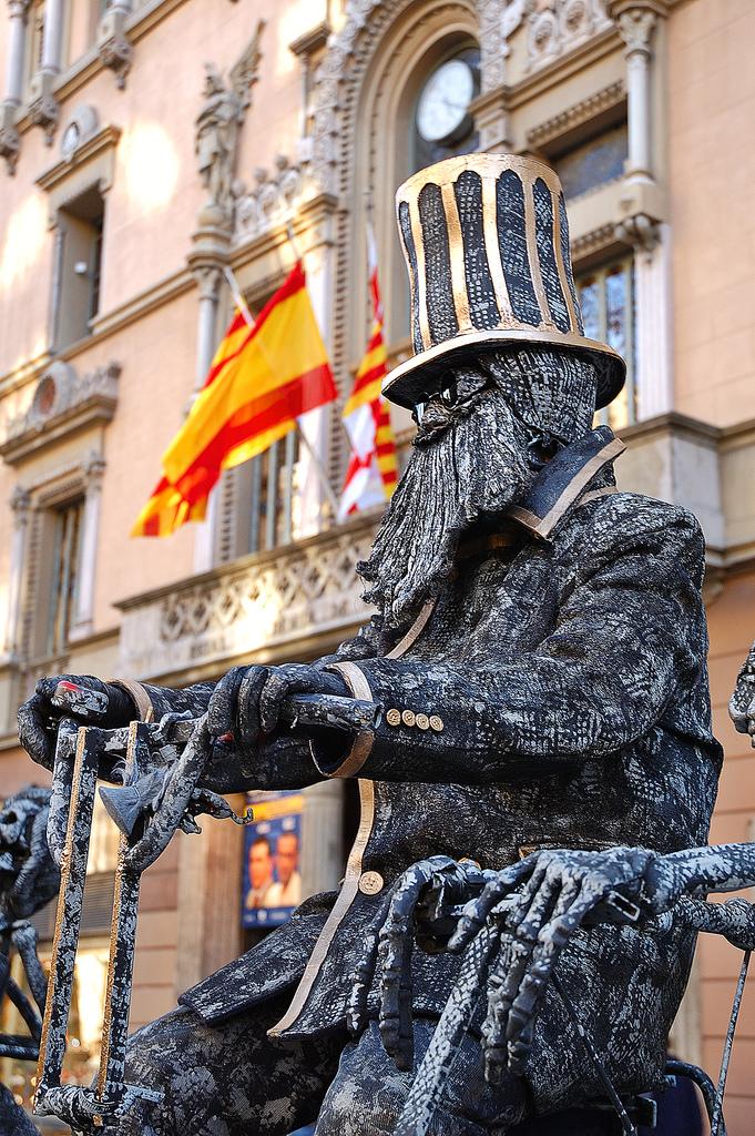 Human Statues in La Rambla de Barcelona: Biker