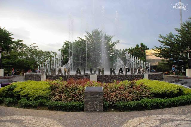 Depan Taman Alun Kapuas Wisata Kota Pontianak - kaharsan