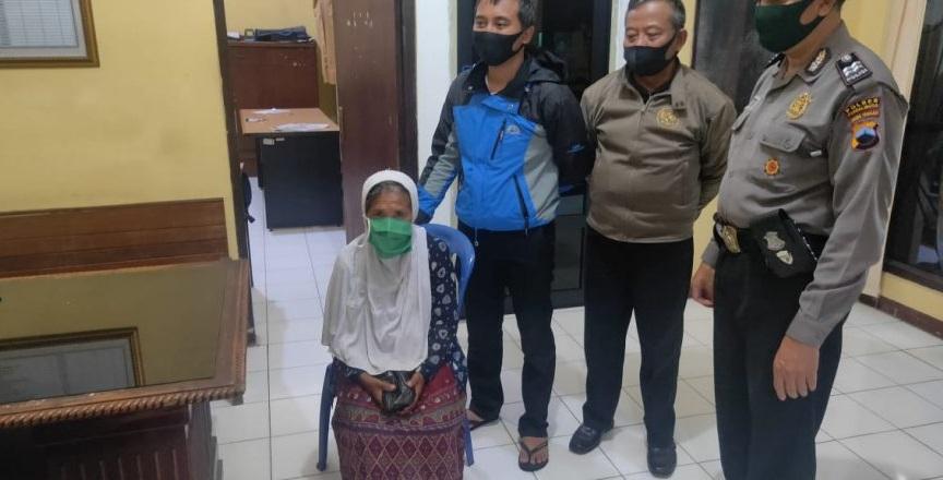 Polisi Selamatkan Nenek Warsiah yang Tersesat Di Kemangkon