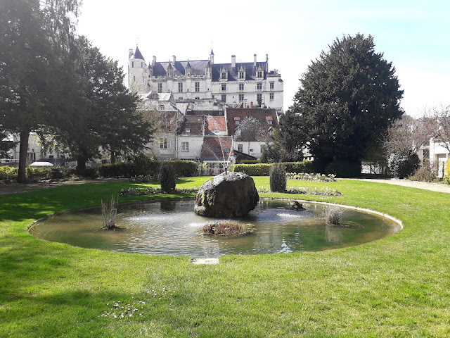 looking up at the chateau at Loches from the public gardens