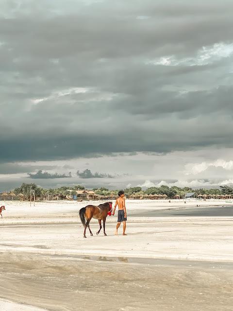 pantai-tanjung-aan-lombok