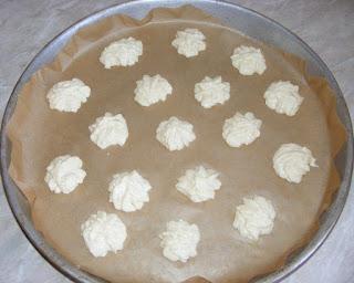 preparare fursecuri din albusuri si unt, fursecuri de casa rapide si simple, retete culinare,