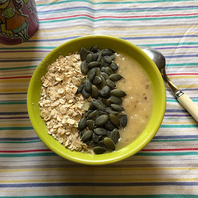 Smoothie du petit-déjeuner : nectarine, kiwi, flocons d'avoine et graines de chia