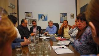 Los gremios docentes rechazaron la propuesta de incremento salarial ofrecida por el ministro de Educación, Daniel Gutierrez.