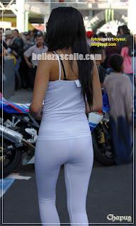 promotora calza transparente
