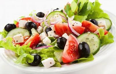 Греческий салат с изюминкой