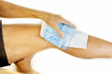 kompres dengan es dari proksimal ke distal