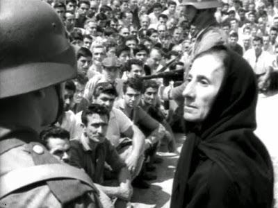 Η φωτογραφία είναι από την ταινία «Το Μπλόκο» (1964) του σκηνοθέτη Άδωνι Κύρου