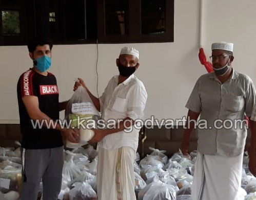 Kerala, News, Kalanad, Ramadan, Ramadan kit distributed by Kalanad Haddad nagar Qidmathul Islam Sangham