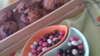 muffins mantequilla crema cacahuete maní conguitos chocolate colores desayuno postre merienda magdalenas horno sencillo rico fácil jugoso tierno esponjoso cuca receta tradicional