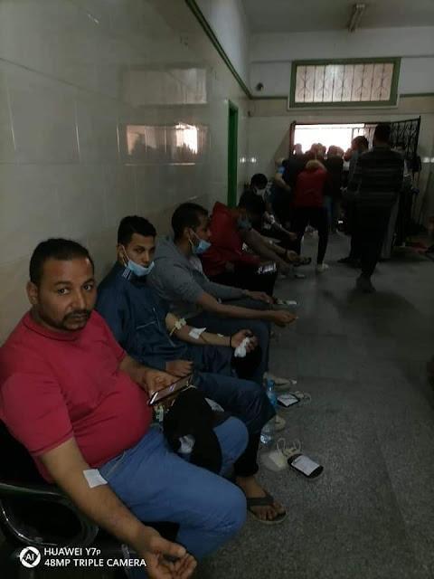 طلاب جامعة سوهاج تتبرع بالدم لصالح مصابي قطار طهطا