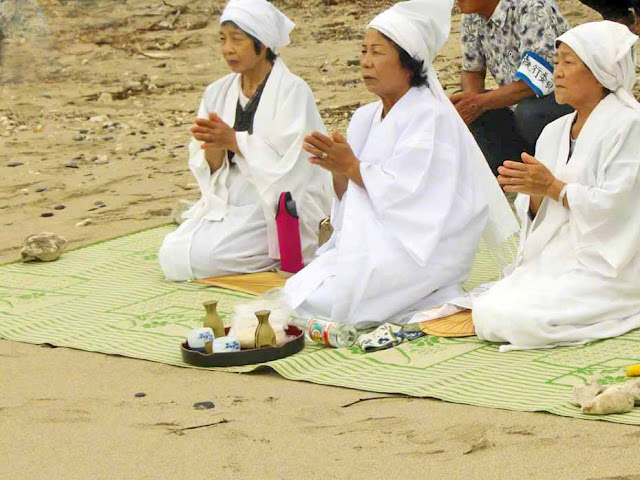 culture, Japan, Okinawa, Ogimi, prayer, beach, rituals, Noro, women, robes