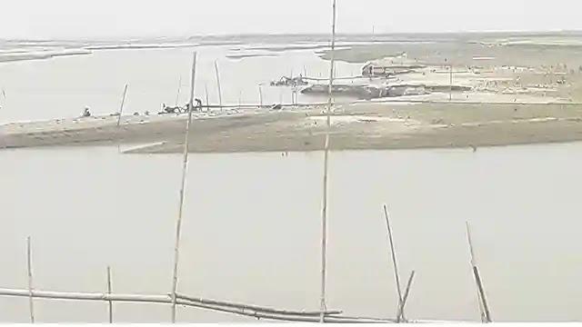 রৌমারীতে ড্রেজারে বালু উত্তোলনে মরিয়া প্রভাবশালি