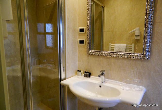 Banheiro do apartamento do Hotel C-Diplomat, Florença