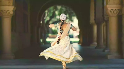 lady performing traditional dance